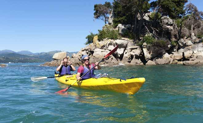 Pour se déplacer rapidement en kayak, il n'est pas nécessaire de pagayer de toutes ses forces ! Un mouvement continue et le plus régulier vous permet d'avancer vite sans vous épuiser pour autant.