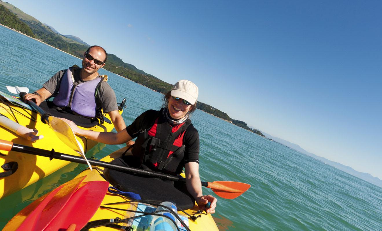 La pratique du kayak n'est pas compliquée, mais il y a tout de même quelques astuces à connaître et il faudra un peu d'entraînement avant que vous ne soyez en mesure de vous passer totalement d'un accompagnateur.