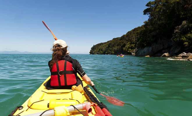 Le gilet de sauvetage est obligatoire pour les sorties en kayak, car il ne faut pas oublier qu'en environnement marin peut toujours présenter des dangers imprévisibles, souvent liés à la météo.