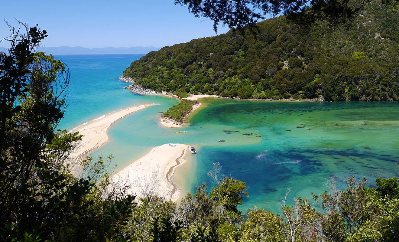 Si l'on compare la météo de la France avec celle de la Nouvelle-Zélande, on se rencontre que le climat est plus ensoleillé chez les Kiwis.