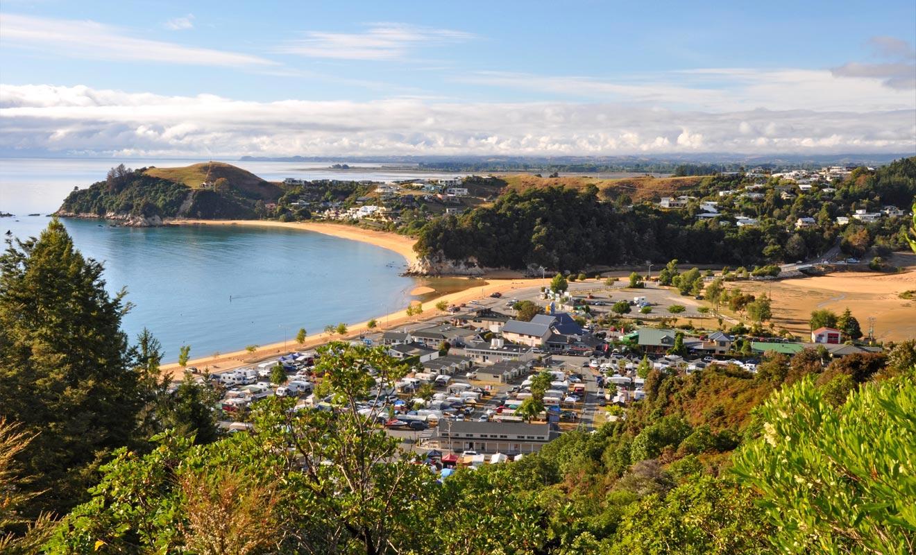 Marahau est le camp de base des visiteurs du parc d'Abel Tasman. C'est le choix de la plupart des visiteurs qui restent sur place 24 à 48 heures et n'ont pas le temps de faire du camping.