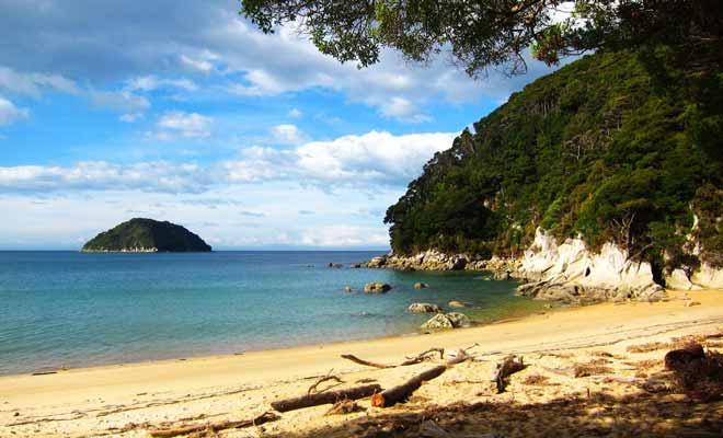 Si vous rêviez de visiter la Nouvelle-Zélande depuis des années, il est peut-être le temps de sauter le pas. N'oubliez pas que le Programme Vacances Travail est réservé aux jeunes de 18 à 30 ans et qu'il n'est valable qu'une seule fois dans une vie entière.