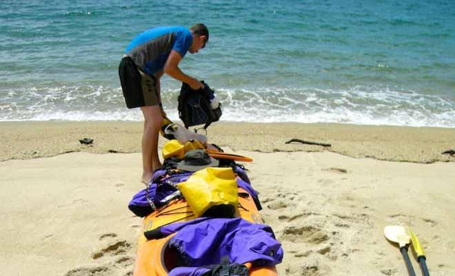 Chaque kayak est doté de compartiments étanches qui permettent d'entreposer des affaires de rechanges et du matériel précieux comme les appareils photo.