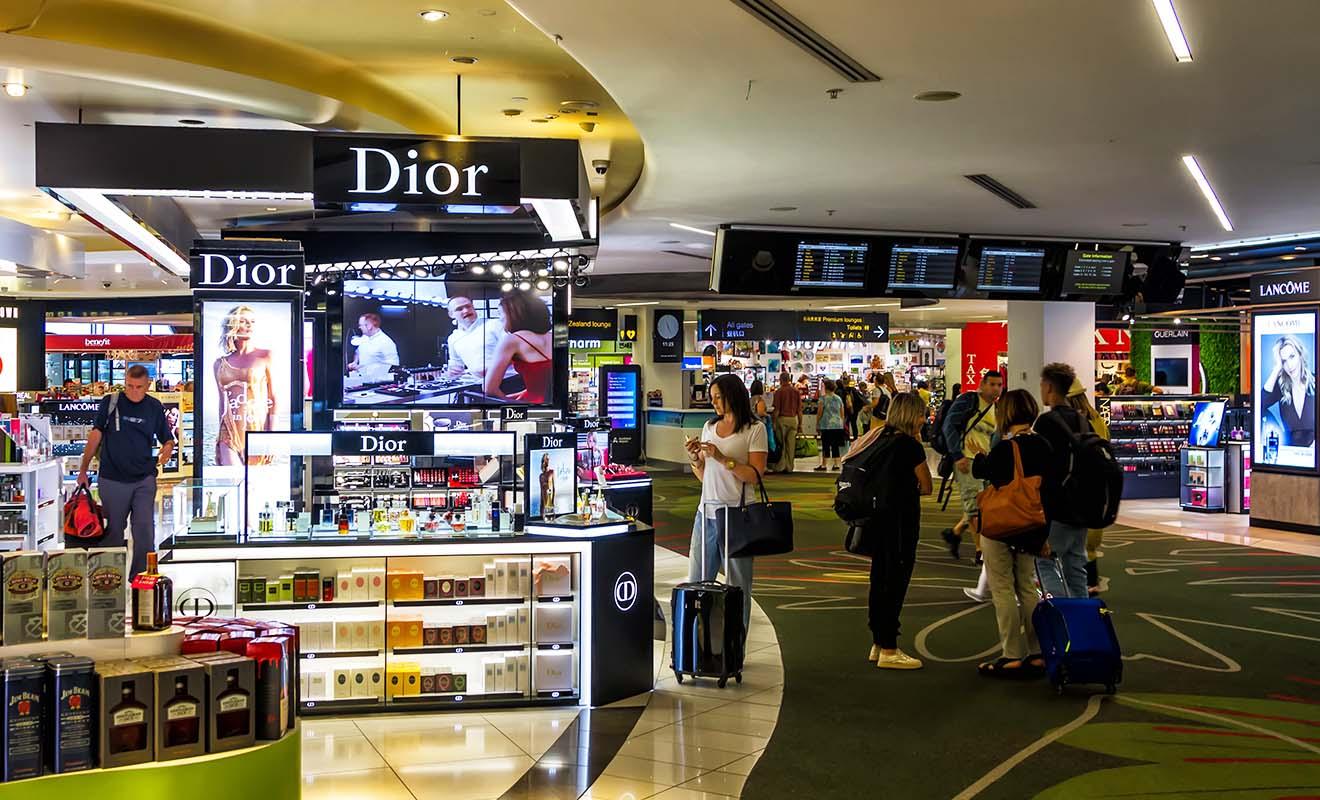 Les boutiques duty-free de l'aéroport vendent toute sorte de produits de luxe, mais le charme est un peu impersonnel dans ce cas...