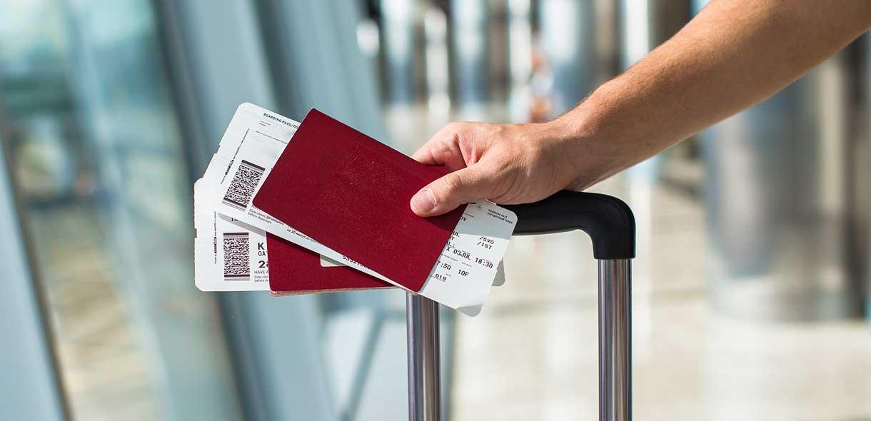 Franchir tranquillement les contrôles douaniers et la biosecurité à l'aéroport.