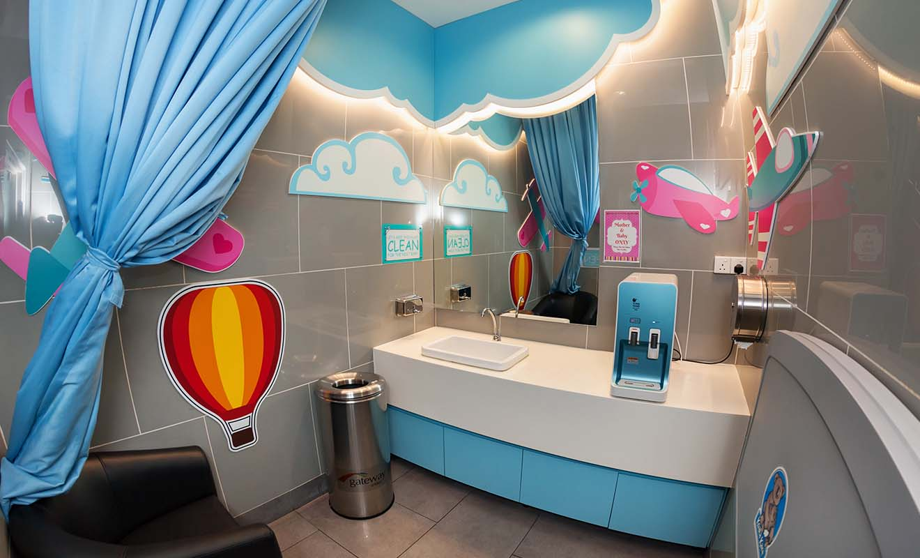 Les salles de change pour bébé sont en général assez propres, mais elles sont même très joliment décorées dans les aéroports asiatiques comme à Singapour.