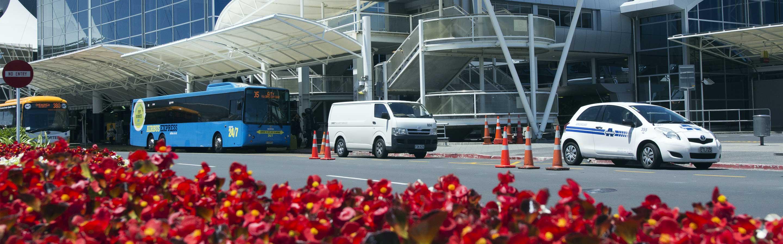 Tout ce que vous devez savoir pour réserver une navette d'aéroport, ou prendre un taxi ou un bus à Auckland ou Christchurch.