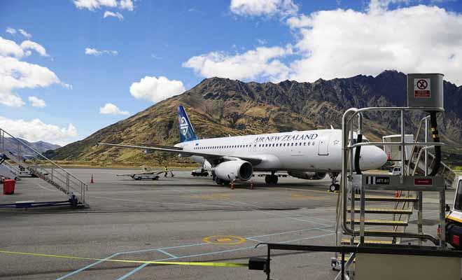 Les aéroports internationaux de Nouvelle-Zélande sont (par ordre d'importance), Auckland, Christchurch, Dunedin, Queenstown, Rotorua.