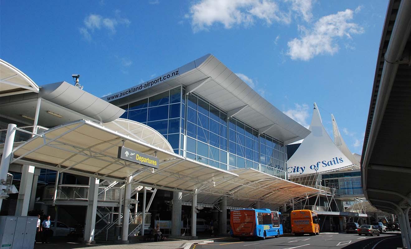 Sortir de l'aéroport et trouver un grand ciel bleu après avoir passé 24 h dans un avion redonne de l'énergie.