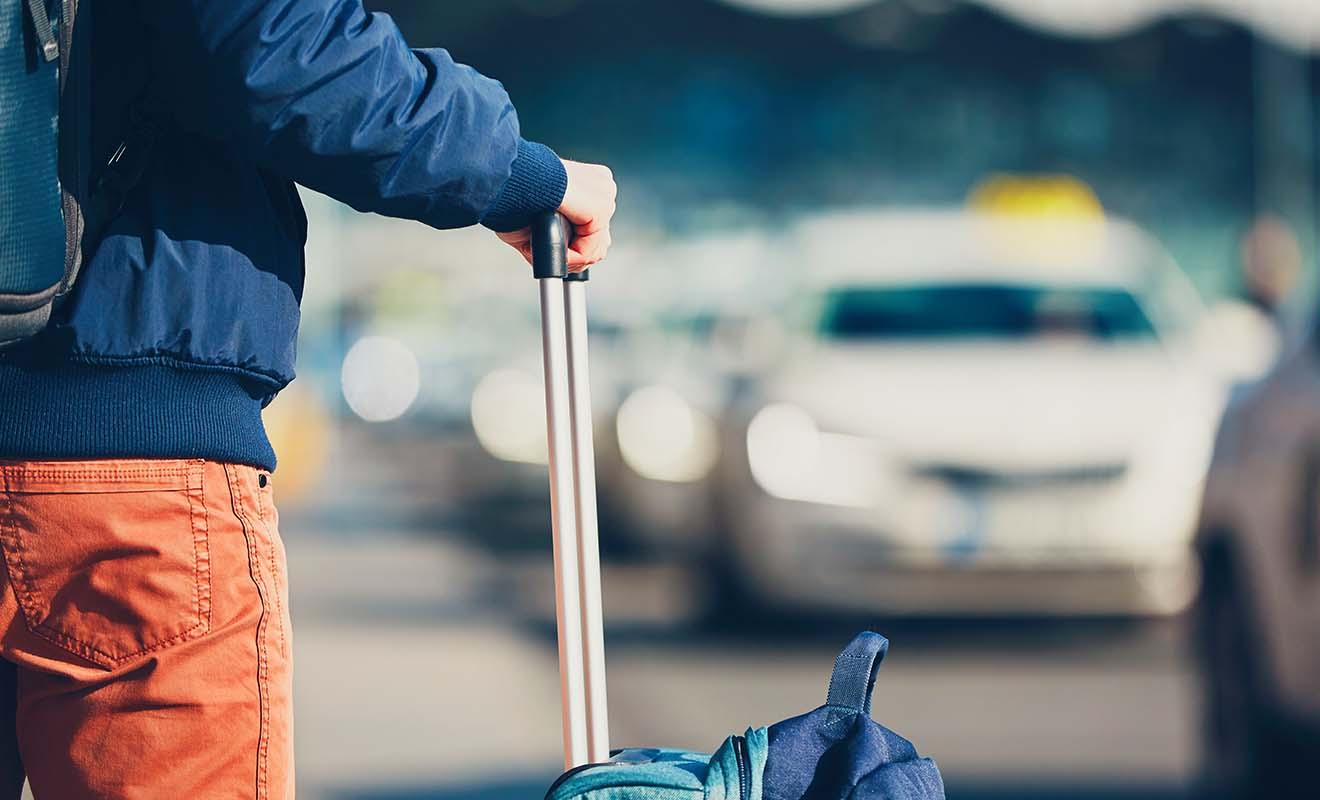Le voyage n'est pas terminé quant on débarque de l'avion, car il faut encore récupérer ses bagages, franchir la douane et rejoindre son hôtel.