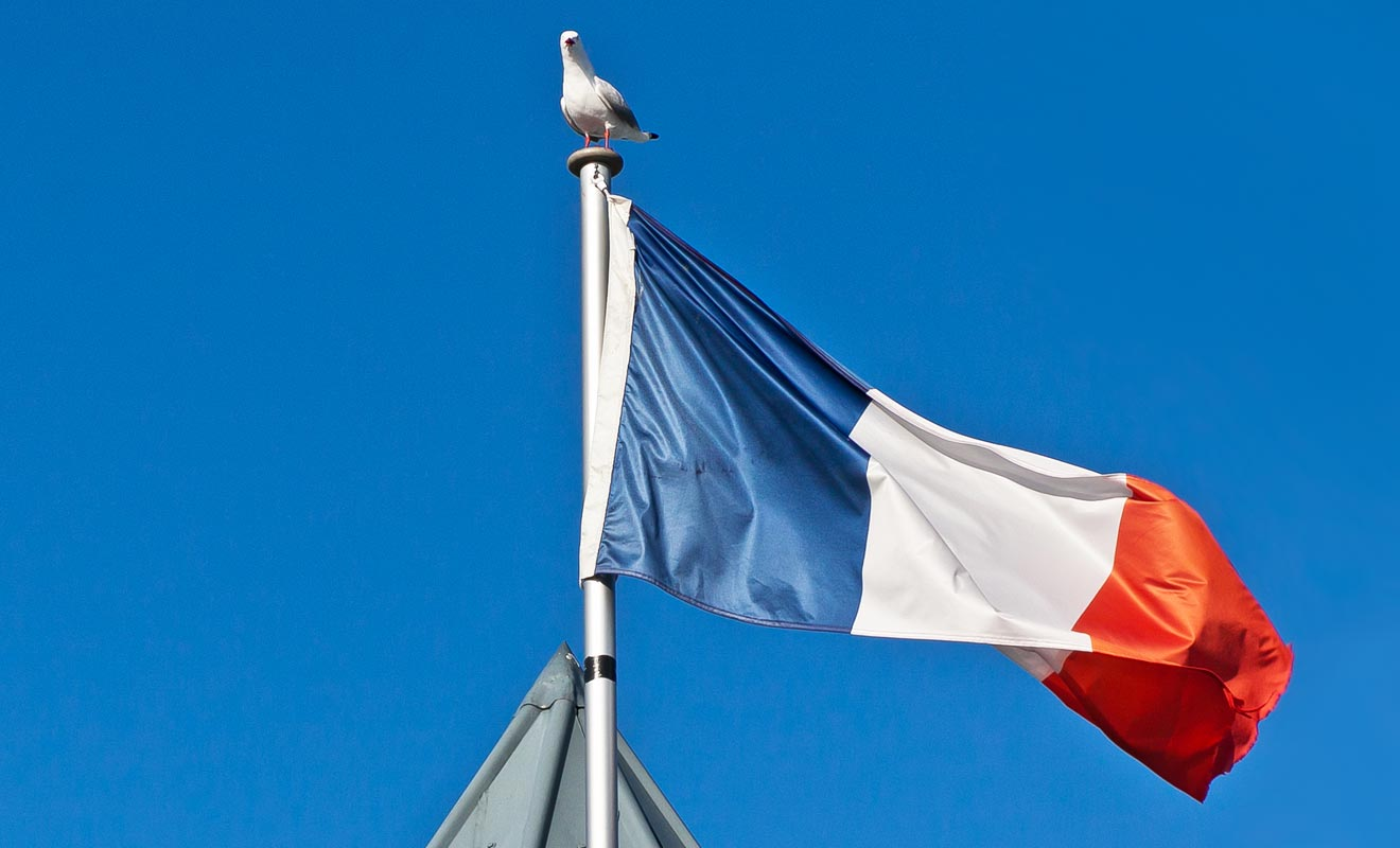 Les Français auraient pu s'implanter dans l'île du Sud mais ils furent devancés par les Anglais à quelques jours près. Une occasion manquée qui ne se reproduira plus jamais.