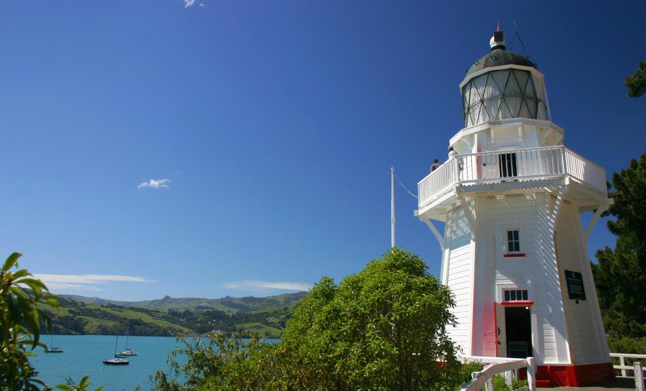 Le phare n'est plus en activité et les habitants de la baie l'ont même déplacé à un emplacement plus photogénique. De Stony Bay, le phare a été transporté au niveau du cimetière.
