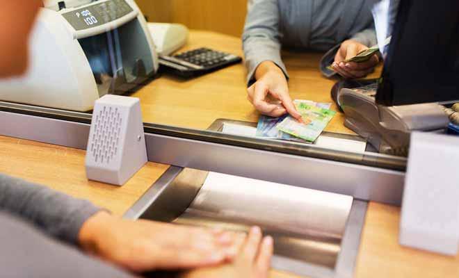 Chaque retrait dans un bureau de change fait l'objet d'une commission qui vous retire un peu de pouvoir d'achat.
