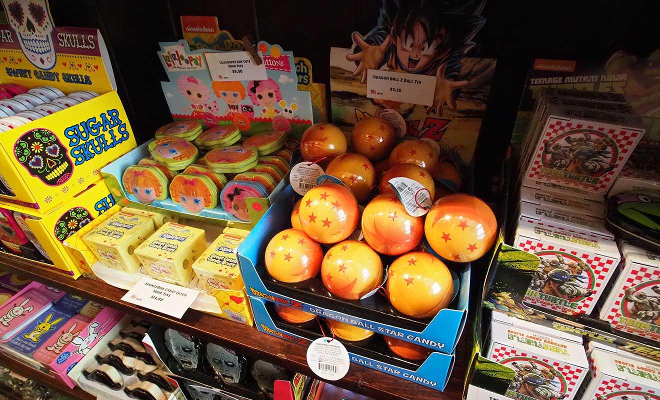 Il existe une grande variété de bonbons différents dans la boutique qui plaira aux enfants comme aux adultes.