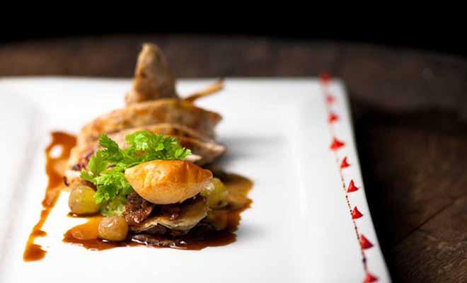 La carte du restaurant Saffron varie en fonction de la saison, et tous les produits cuisinés sont frais.