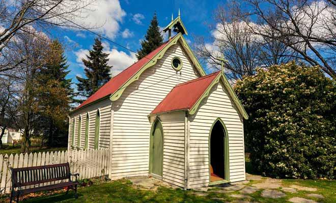 Des deux églises du village, celle de St Paul est la plus petite mais la plus belle.