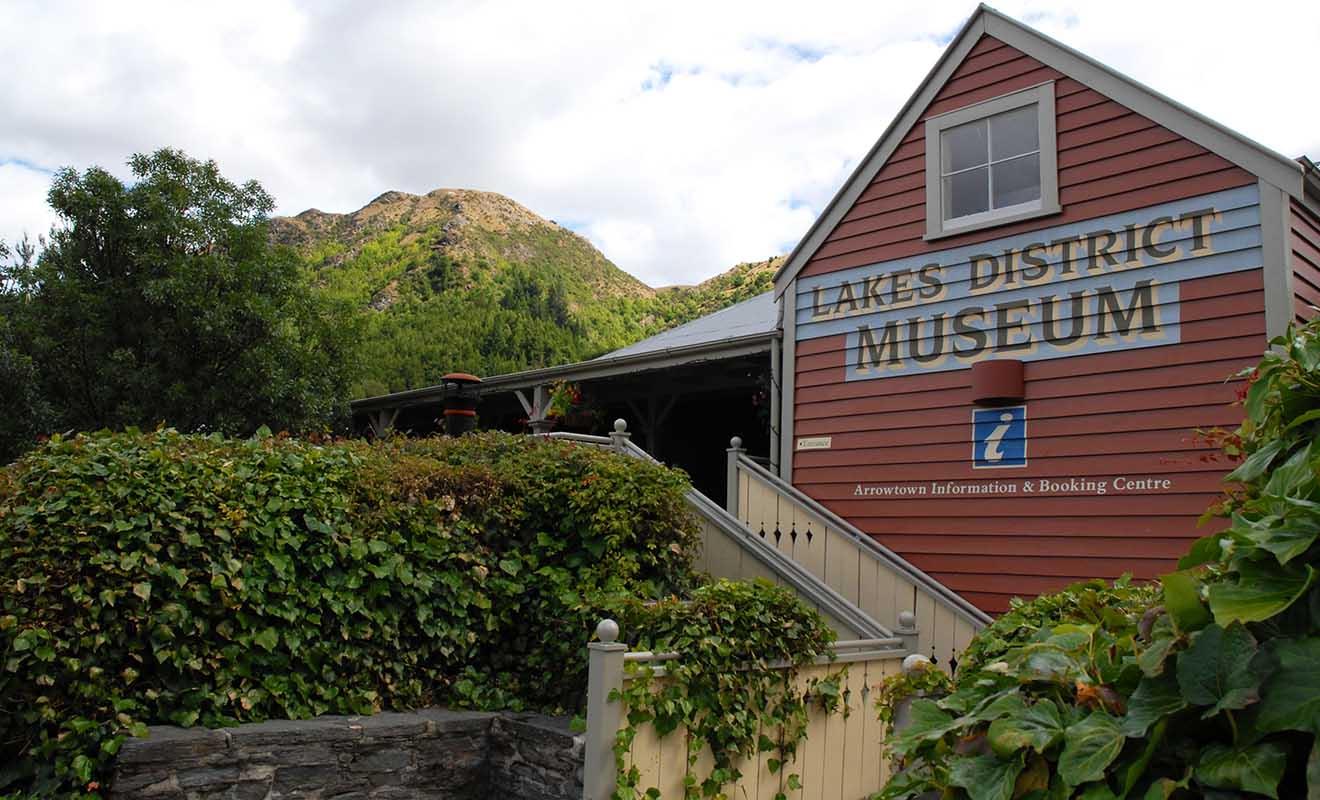 Le Lakes District Museum est un petit musée qui retrace l'Histoire de la ruée vers l'or.