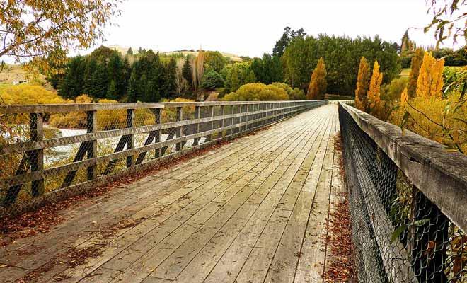 Le pont sur la rivière marque la fin de la randonnée au départ d'Arrowtown.