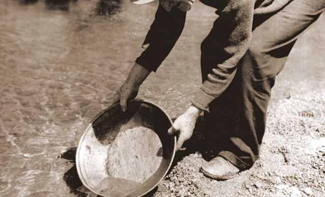 Il y avait environ 7000 habitants dont 5000 prospecteurs durant la ruée vers l'or du Wakatipu.