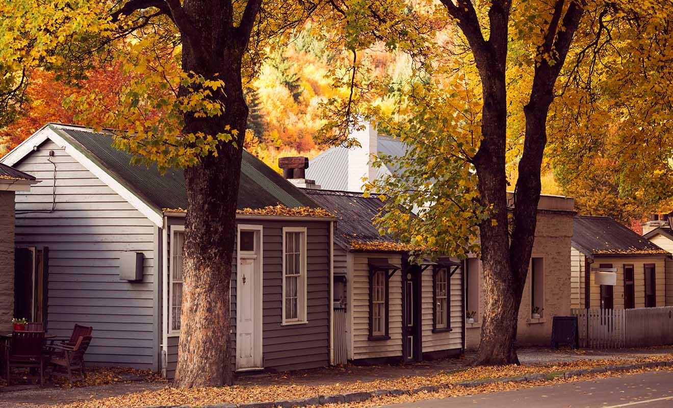 C'est en automne que le village est le plus beau, avec les feuilles des arbres dont les couleurs varient du rouge à l'orange en passant par le jaune.
