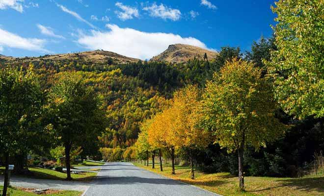 Vous pouvez aussi rejoindre le village par la route et faire un saut rapide si vous êtes pressé par le temps.