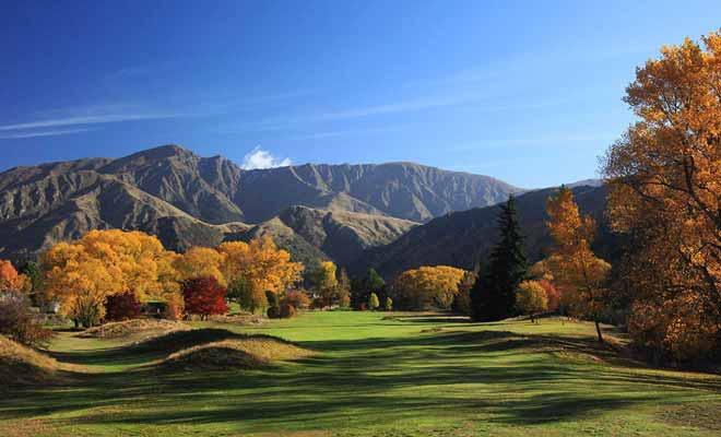 Il y a trois excellents terrains de golf à Arrowtown, mais un seul accepte des joueurs qui ne sont pas membre du club ou de la clientèle d'un hôtel.