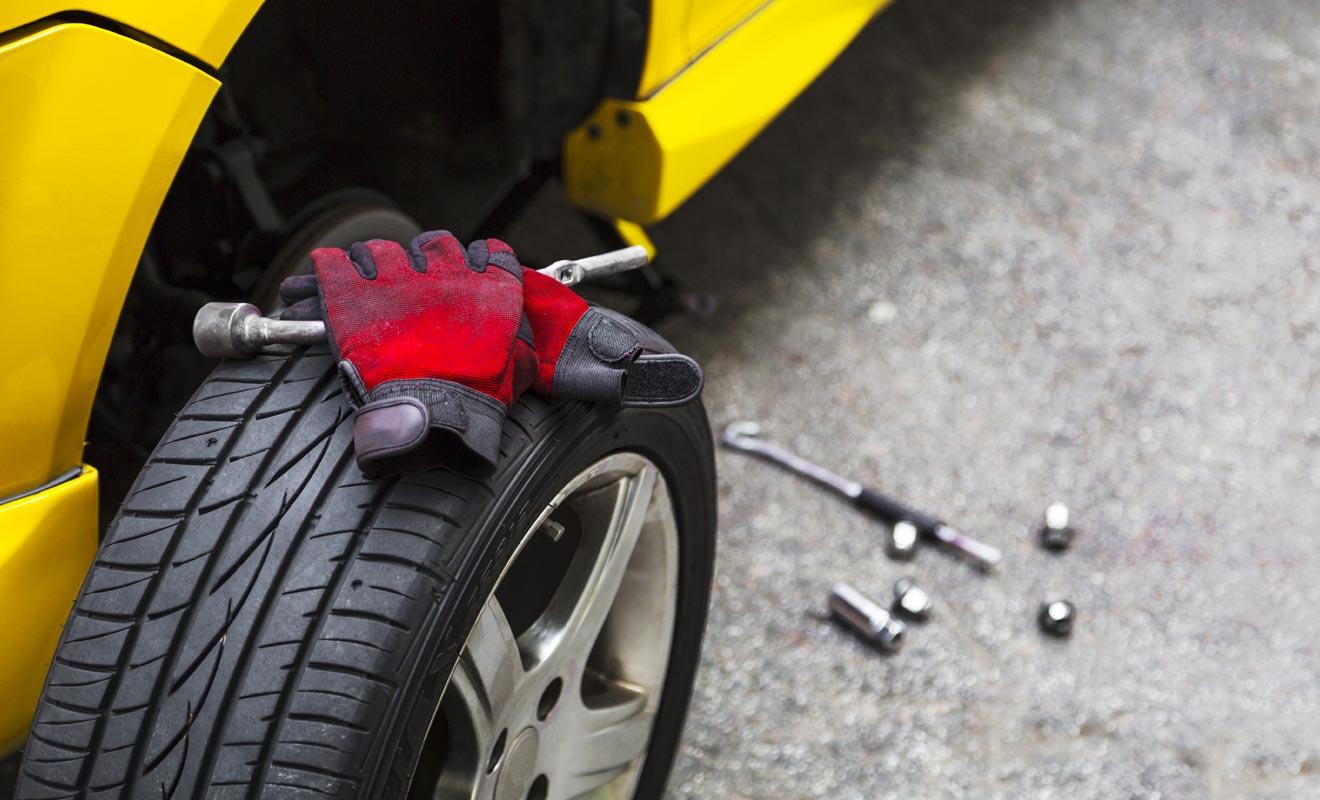 Lorsque vous louez un véhicule, il faut avoir conscience que les pneumatiques ne sont pas couverts par l'assurance. Si vous avez la possibilité de racheter une partie de la franchise pour être mieux couvert, vous devriez l'envisager sérieusement.