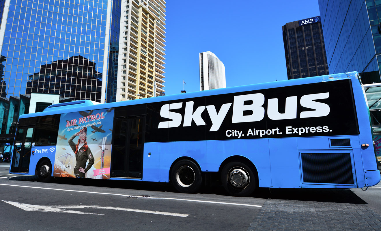 Le bus qui relie le CBD d'Auckland (le centre-ville) à l'aéroport est sans doute le moyen de transport le plus économique à défaut d'être le plus rapide.