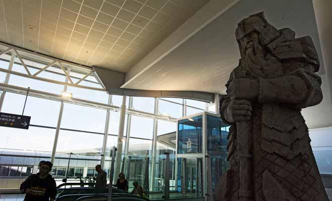 Les films de Peter Jackson ont été tournés au pays des kiwis. De nombreux lieux publics sont décorés pour assurer la promotion de la trilogie du Hobbit.