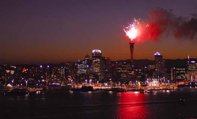 Le feu d'artifice du Nouvel An est tiré à partir de la Sky Tower. Pour l'admirer, il vaut mieux s'éloigner du centre-ville.