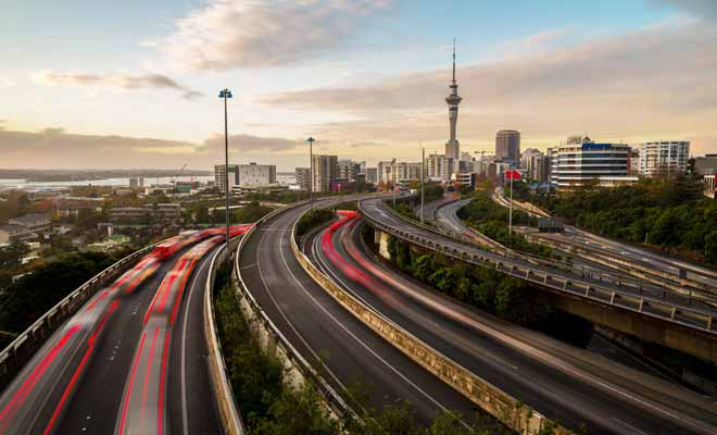 New Zealand has only a few motorways on the outskirts of the country's major cities. The rest of the country is crisscrossed by the Speed ​​Highways which are not motorways, but national ones.
