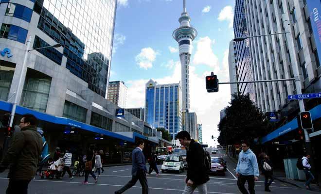 La Nouvelle-Zélande possède un taux d'endettement faible, et le chômage est faible. Si les salaires sont plus faibles qu'en Australie ou en France, la qualité de vie exceptionnelle compense largement cet inconvénient.