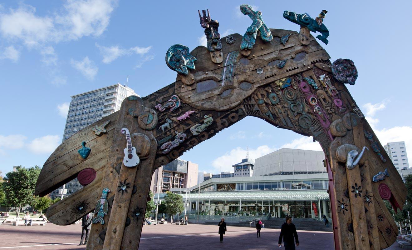 La culture néo-zélandaise mélange les influences britanniques et maories. Elle s'est construite durant plusieurs siècles et connait désormais une influence asiatique avec l'arrivée de la troisième vague de migrants.