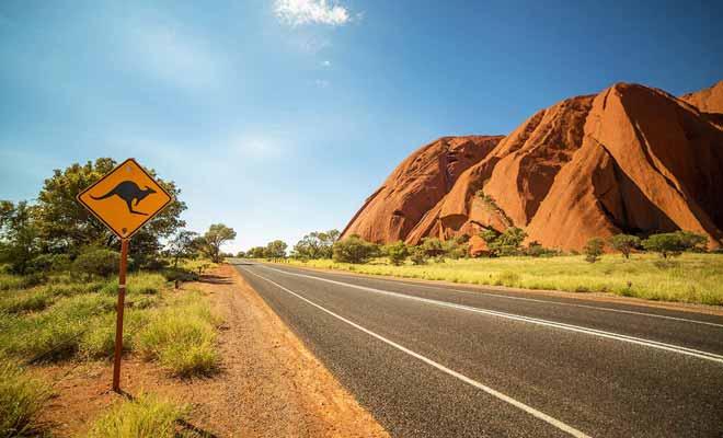 Certaines étapes incontournables quand on visite l'Australie impliquent de prendre l'avion à cause des distances.