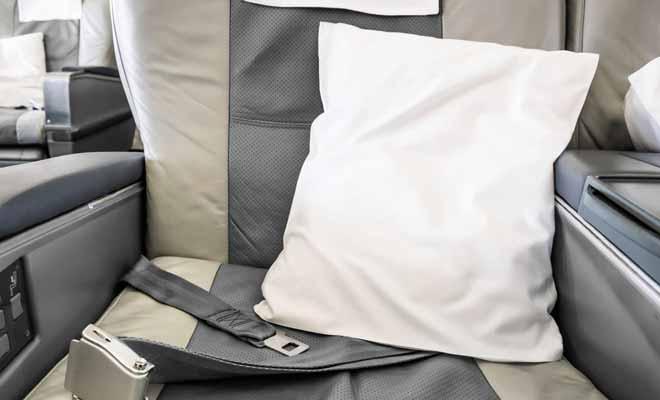 Chaque siège propose un coussin, mais vous pouvez en demander un deuxième au personnel de bord si cela peut améliorer votre confort.
