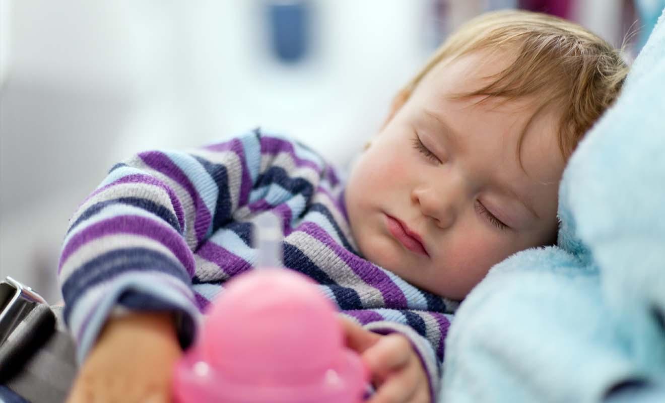 Le vol en avion étant particulièrement long, il vaut mieux que le voyage ne soit ni trop long ni trop court pour en profiter sans fatiguer bébé pour autant.