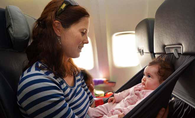 Voyager avec un bébé est évidemment bien plus compliqué et cela exige une organisation sans faille. Un peu de débrouillardise ne fait pas de mal non plus...
