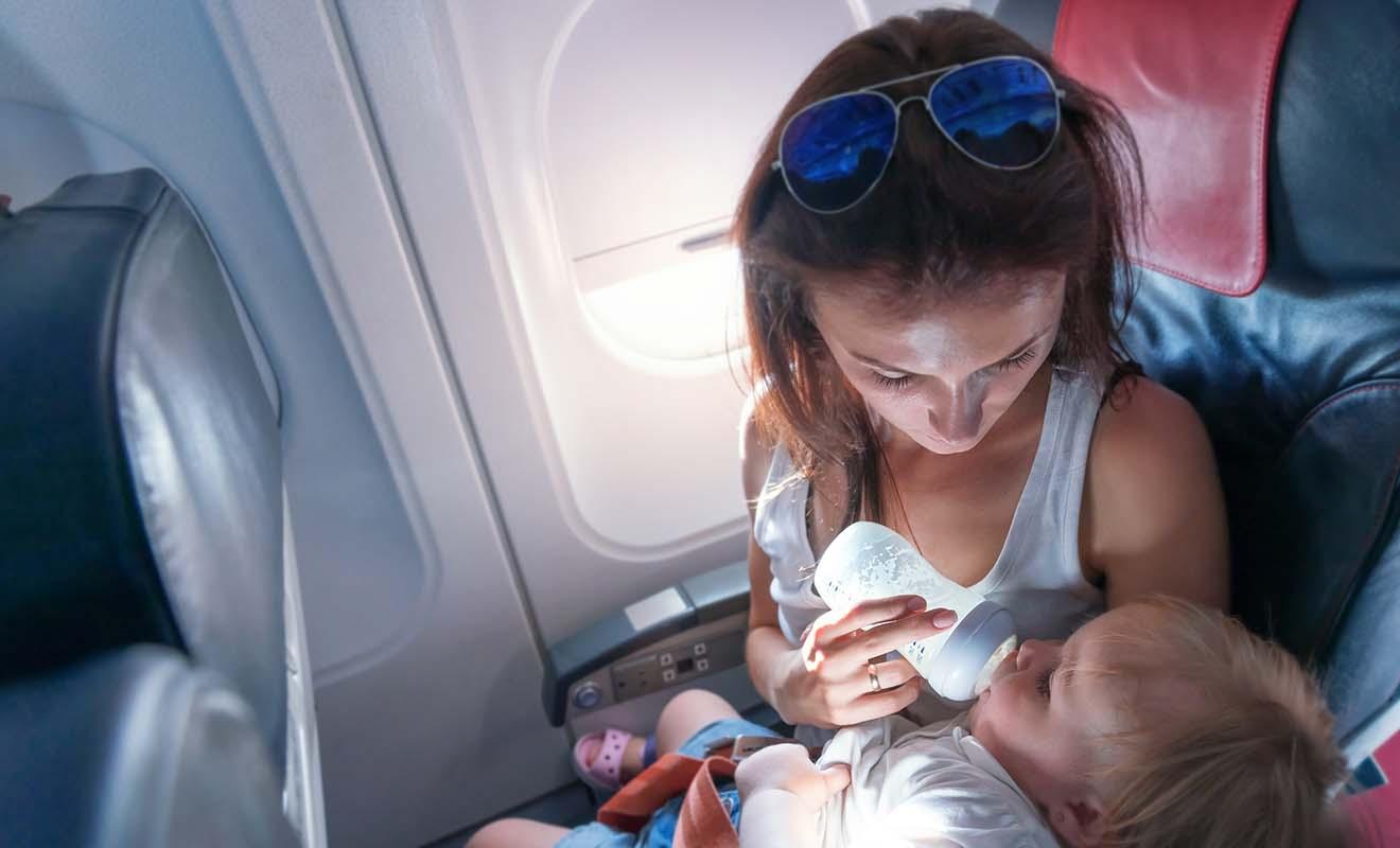 Votre bébé a droit à son propre bagage à main en cabine, d'un poids maximum de 10 kg.