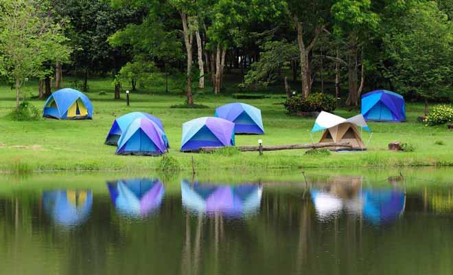 Les auberges de jeunesse louent parfois le terrain attenant à l'auberge pour du camping. Une aubaine si votre budget est plutôt serré.