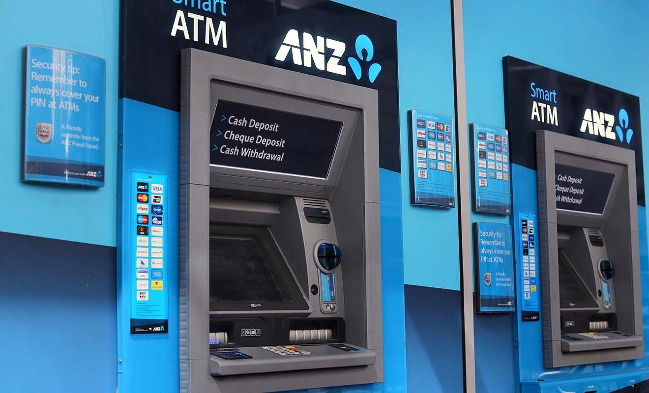 Chaque retrait dans un distributeur automatique occasionne des frais dont les montants dépendent aussi bien de votre banque que de celle qui délivre les billets.