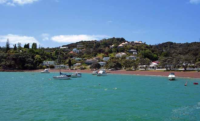À l'époque de la colonisation, Russell était une ville de brigands particulièrement dangereuse. Aujourd'hui, c'est un lieu de villégiature très apprécié par la population et les visiteurs de la baie des îles.