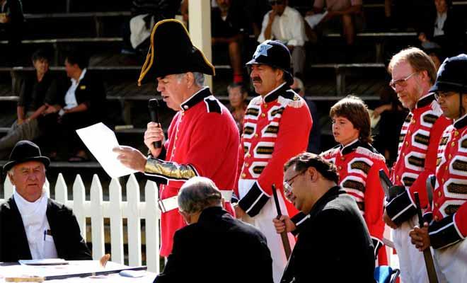 Chaque année, on célèbre la fête nationale à Waitangi. C'est dans cette ville que fut signé le traité qui mit un terme aux hostilités entre les Occidentaux et les Maoris.