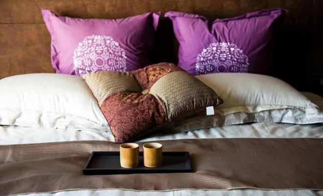 Lorsque vous arrivez dans un Bed and Breakfast, il n'est pas rare de se voir proposer un verre de vin pour lier connaissance. Cela fait le charme et toute la différence avec l'accueil impersonnel d'un hôtel.