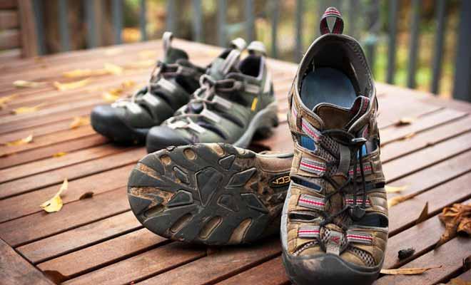 De la terre oubliée sous vos chaussures de randonnée entraine un passage par le service de décontamination des objets avant de pénétrer sur le territoire.