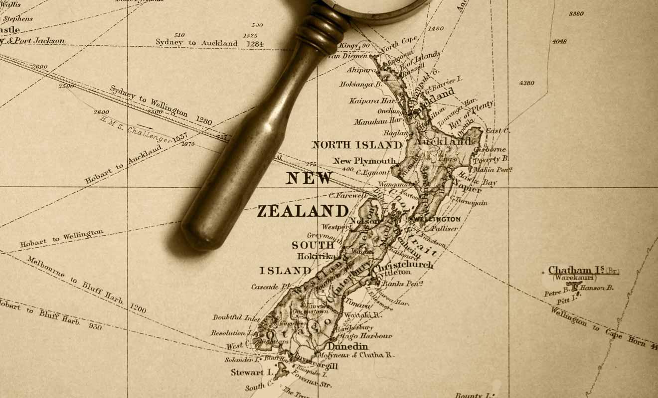 Les colons occidentaux que les Maoris surnomment pahekas, sont en infériorité numérique et craignent pour leur survie.