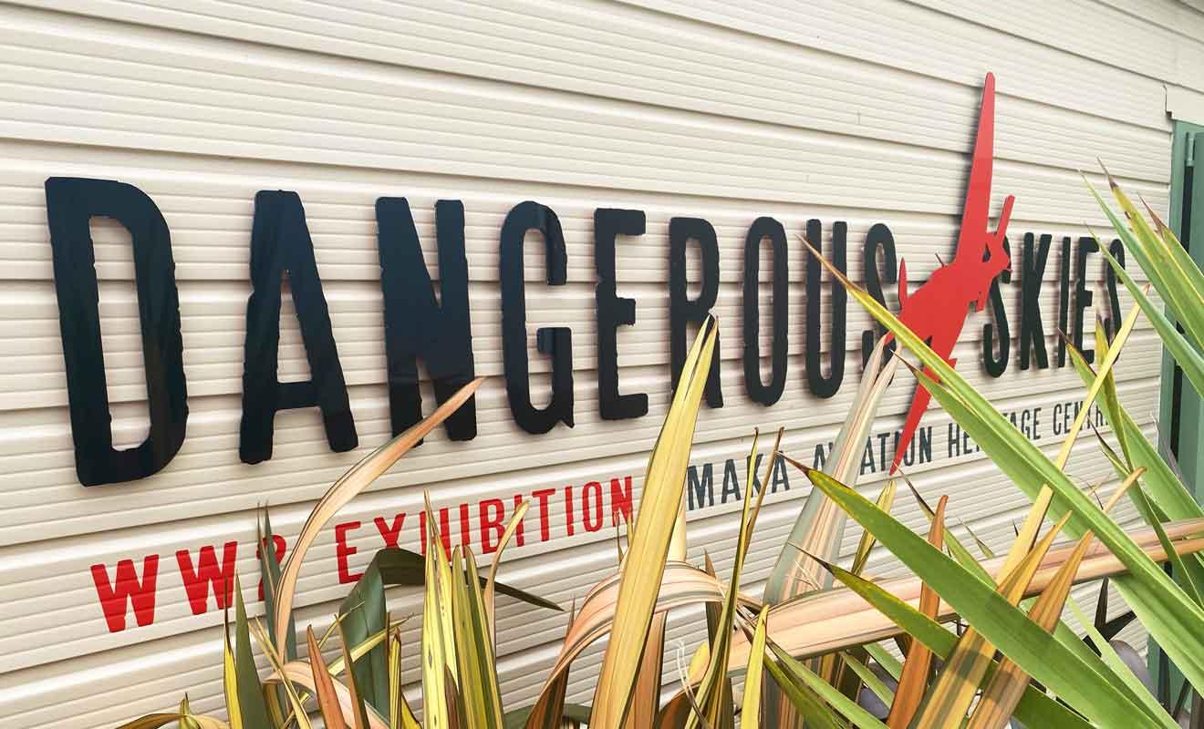Chaque exposition se trouve dans un bâtiment séparé et l'on vous remettra un jeton pour accéder à Dangerous Skies.