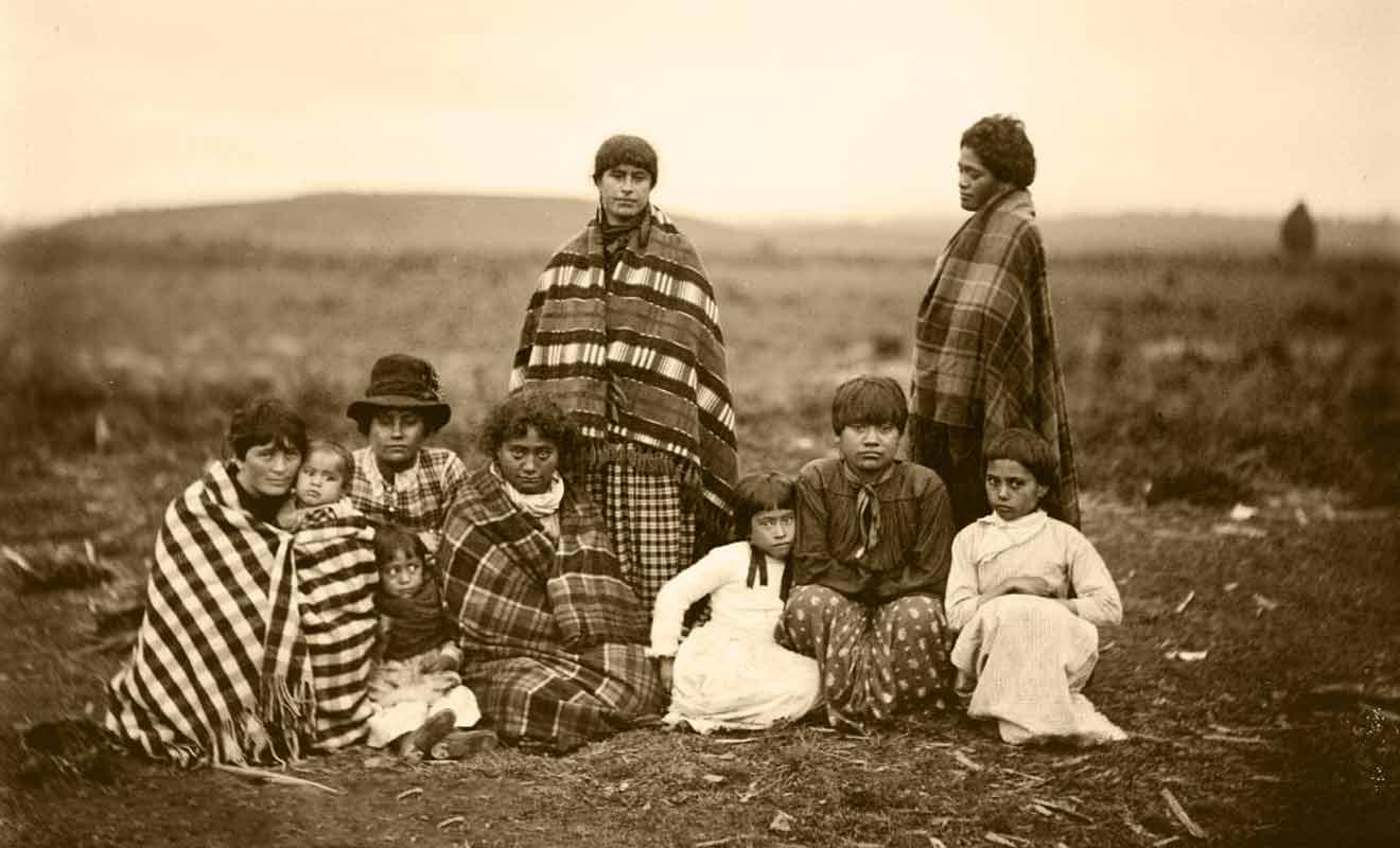Les Anglais n'ont pas toujours usurpé les terres, car ils se sont parfois fait berner en achetant des terrains à des Maoris qui n'avaient pas consulté leur tribu au préalable.