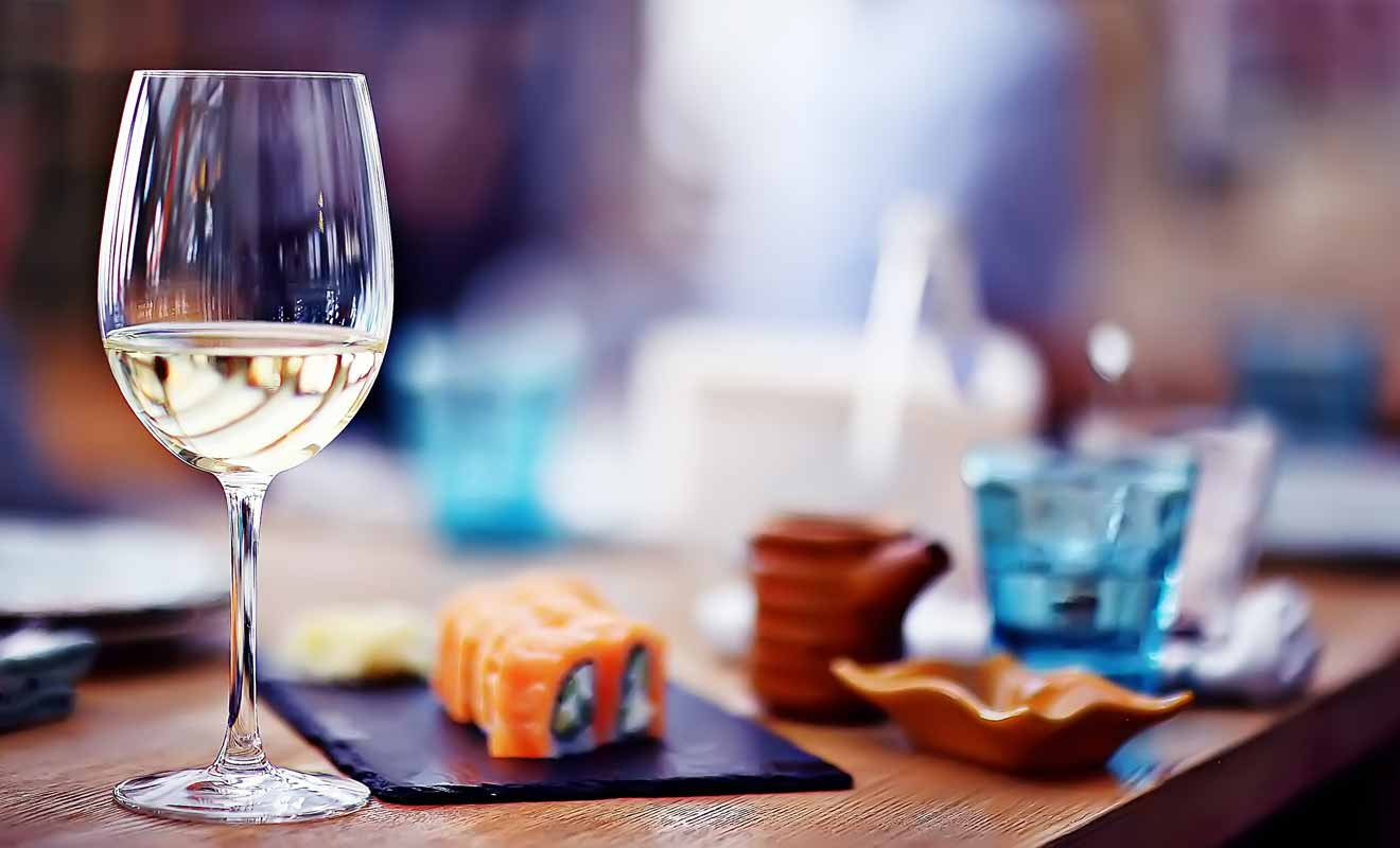 Le vin relève du luxe et les restaurants des vignobles sont en général de très bonne tenue.