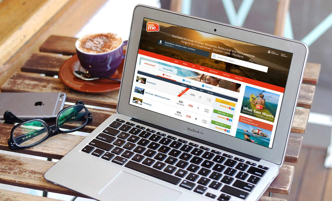Le site internet Bookme.co.nz propose des promotions pour de nombreuses activités en Nouvelle-Zélande. Ce sont généralement des offres de dernière minute, ce qui implique de consulter le site durant le séjour pour ne pas manquer une affaire intéressante.