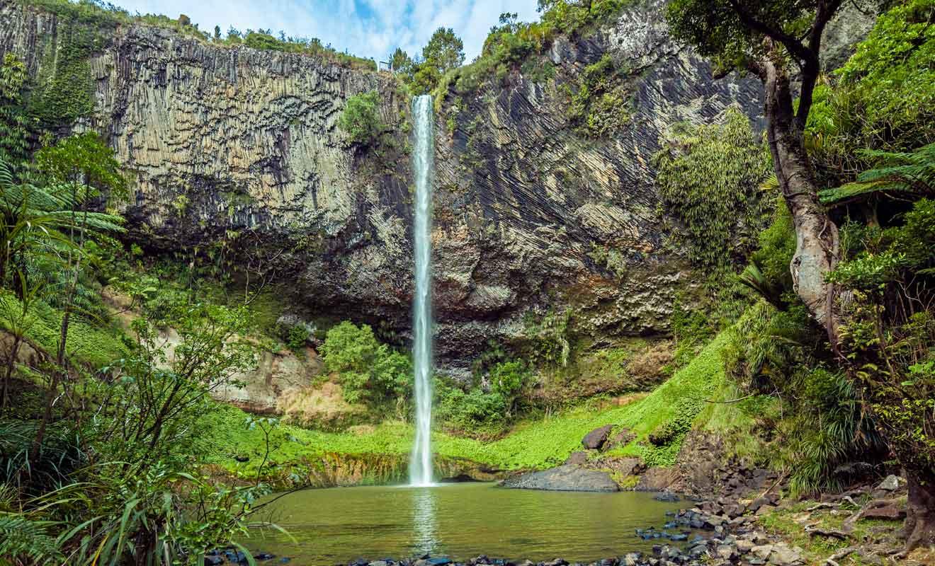 Au fil des siècles, un bassin s'est formé dans la roche balsatique.